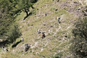 the-leading-riders-tackle-a-downhill-during-day-1-of-red-bull-romaniacs-2016