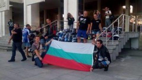 Над 200 моториста в Бургас се включиха в мирния национален протест (снимки)