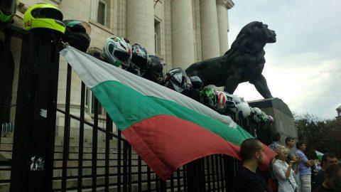 Приключи мирният протест на мотористите в София, на ход са останалите градове (видео)