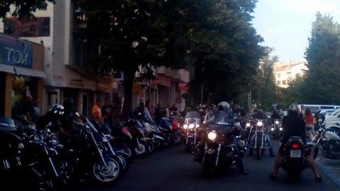 Над 100 мотористи в Бургас показаха задружност и подкрепиха мирния протест на колегите си от София