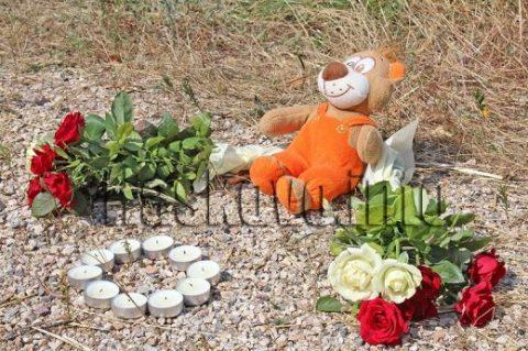 Мотористи от цялата страна поднесоха цветя на лобното място на Никол и Даяна, искат контрол на пътя