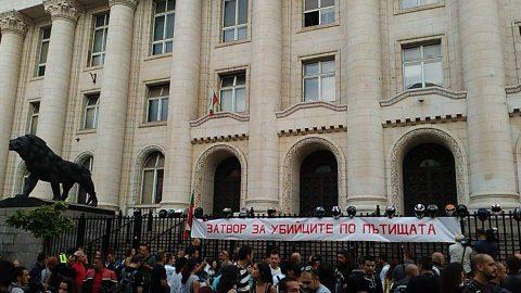 Искания на мотористите, протестиращи пред Съдебната палата