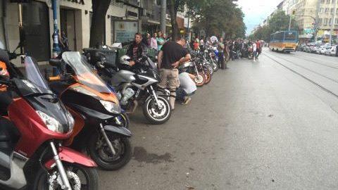 Мирният протест на мотористите в София стартира след минути (СНИМКИ)