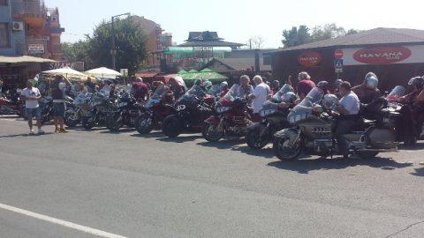 Любителите на мотоциклети Honda Gold Wing от 25 държави се включиха в парад в Приморско