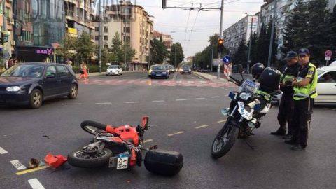 Нервен шофьор отнесе моторист в Бургас