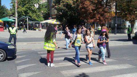 """Мотористите апелират: """"Да предпазим децата на пътя!"""""""