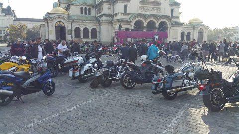 Live в Riders.Live: Стотици мотористи се събират в София за първото официално закриване на мото-сезон 2016 – СНИМКИ
