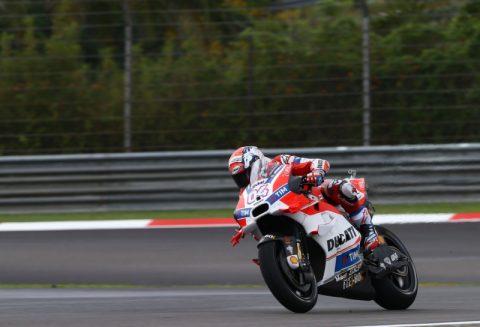 """MotoGP: Довициозо господства на мократа """"Сепанг"""" за втори пол-позишън през 2016"""
