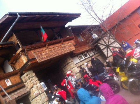 Sofia Riders станаха помагачи на Дядо Коледа и зарадваха с подаръци децата в Нови Хан
