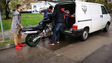 Шофьор отне предимството на моторист и изчезна