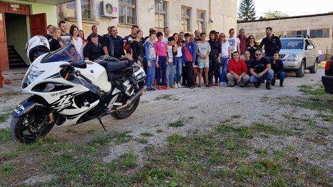 Благотворителна инициатива на Sofia Riders дари усмивки на децата в Роман