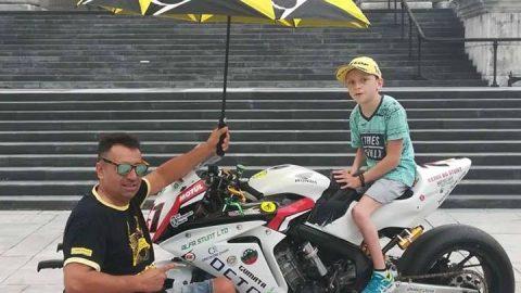 Световен шампион в инвалидна количка сбъдна мечтата на дете с Детска церебрална парализа
